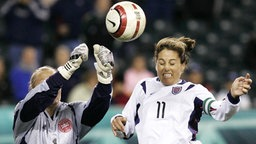 Die US-amerikanische Nationalspielerin Julie Foudy (r.) © imago/ZUMA Press