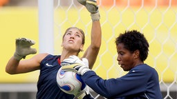 Hope Solo (l.) und Briana Scurry © picture-alliance Foto: Srdjan Suki