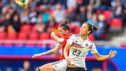 Deutschlands Sara Doorsoun (r.) und Spaniens Jennifer Hermoso © imago images / PanoramiC
