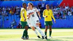 Deutschlands Melanie Leupolz bejubelt einen Treffer.