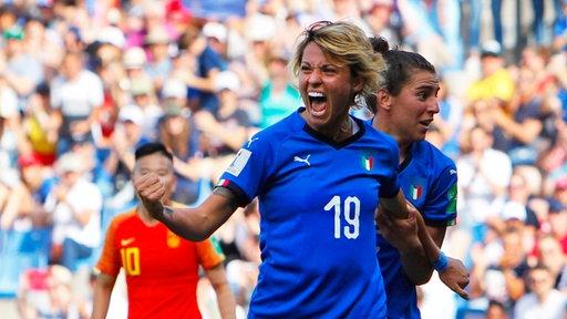 Italiens Valentina Giacinti bejubelt einen Treffer.