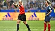 Die Schiedsrichterin Bibiana Steinhaus während einer Partie bei der Fußball-WM der Frauen in Frankreich. © imago images