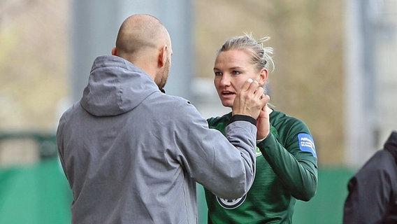 Stephan Lerch, Trainer des VfL Wolfsburg mit Nationalmannschaftskapitänin Alexandra Popp © Imago / foto2press Foto: Imago / foto2press