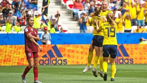 Jubel bei den schwedischen Fußballerinnen nach dem Treffer zum 2:0 im WM-Spiel gegen Thailand
