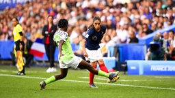Frankreichs Amel Majri (r.) gegen Nigeria