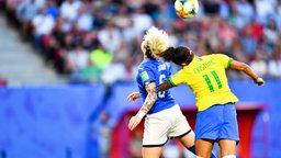 Brasiliens Cristiane (r.) und Italiens Elena Linari