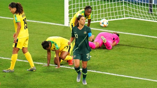 Australiens Samantha Kerr (vorne) bejubelt einen Treffer.
