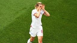 Englands Ellen White bejubelt einen Treffer.